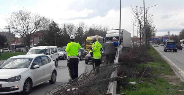 4 aracın karıştığı kazada 2 kişi yaralandı