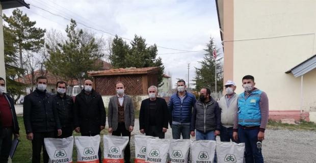 62 çiftçiye yağlık ayçiçeği tohumu' dağıtıldı