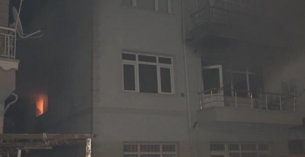 Cinnet getiren koca dehşet saçtı: Karısını öldürüp, evini ve otomobilini ateşe verdi