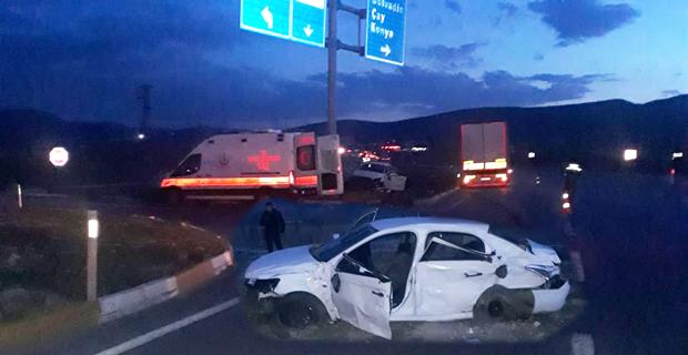 TIR ile otomobil çarpıştı: 3 ölü, 2 yaralı