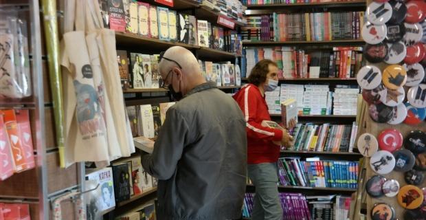 Vatandaşlar kapanma öncesinde kitapçılara akın etti