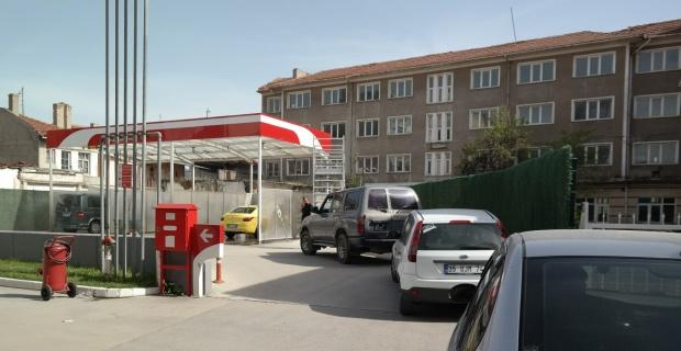 Benzinlikte araç yıkama kuyruğu