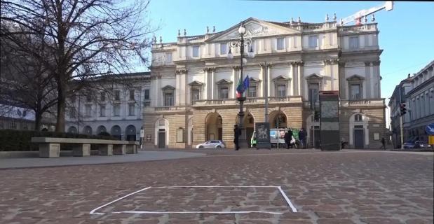 """İtalya'da """"görünmez heykel"""" 15 bin Euro'ya alıcı buldu"""