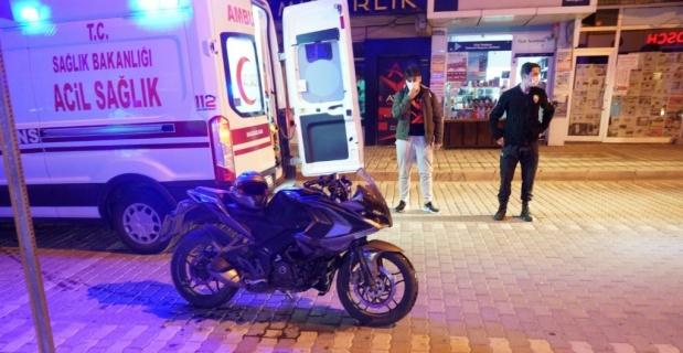 Motosiklet bariyere çarptı, sürücü yaralandı