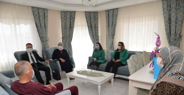 Vali Şentürk'ten şehit ailesine ziyaret