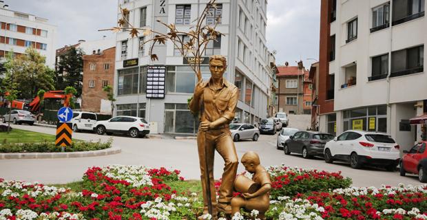 Yenilenen o bölgeye  anlamlı heykel