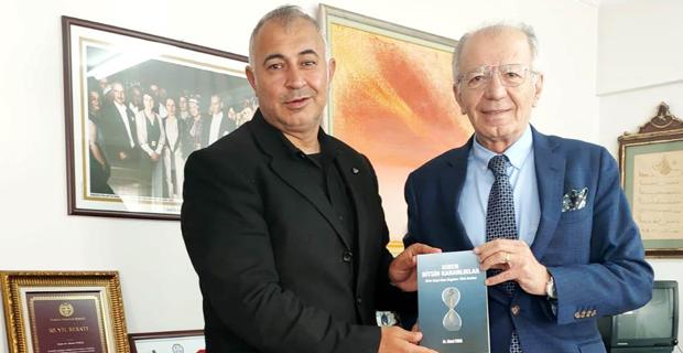 Ahmet Vural kitaplarını imzalayacak