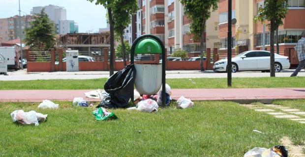 Parkları çöplüğe çevirdiler