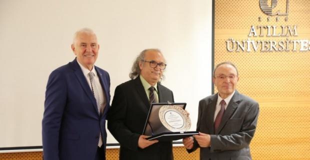 """Prof. Dr. Nazmi Kozak'a """"Turizm Araştırma ve Yayın Ödülü"""" verildi"""