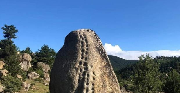 21 basamakla kaya görenleri şaşırtıyor