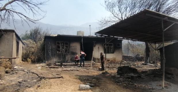 Alevlere evlerinde yakalandılar: 2 ölü