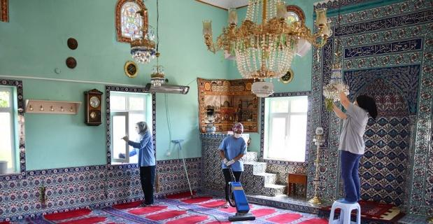 Camilerde bayram temizliği