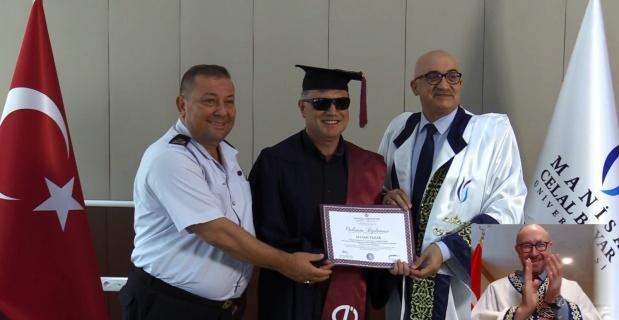 Gazi Selami Pazar'ın mezuniyet sevinci