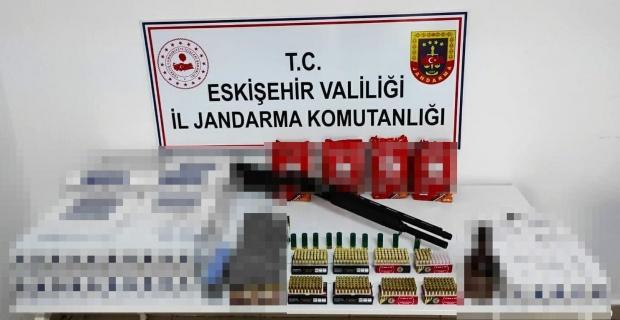 Kaçak sigara satılan lastikçiye operasyon