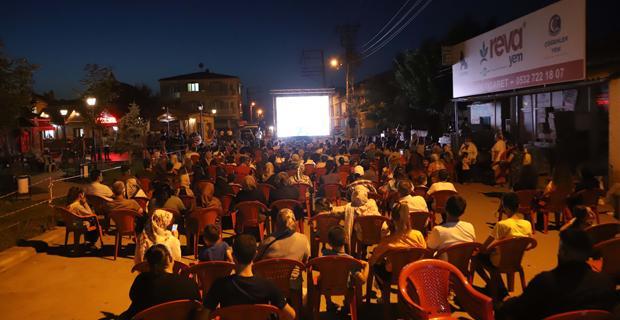 Açık hava sinema gecelerine yoğun ilgi