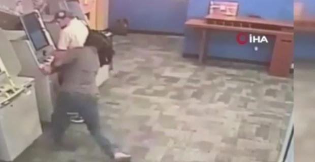 ATM'de işlem yaparken baltalı saldırıya uğradı