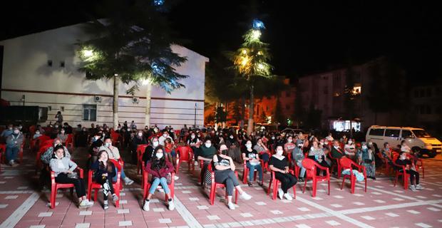 Beylikova'da açık hava sinema gecesi