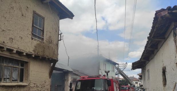 Bilecik'te korkutan yangın, 2 ev 1 ağır 1 samanlık kül oldu