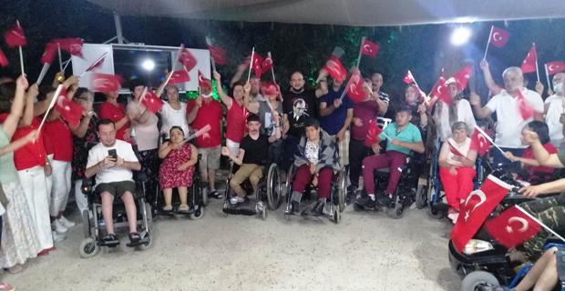 Eskişehirli engelliler 30 Ağustos'u kutladılar