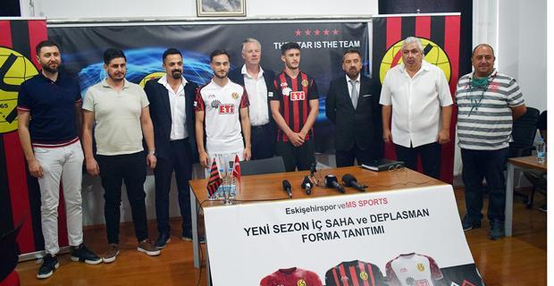 Eskişehirspor'un yeni formaları tanıtıldı
