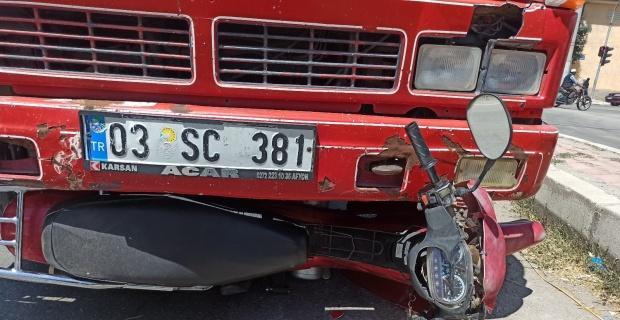 Kamyonet ile motosiklet çarpıştı, 1kişi yaralandı