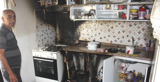 Mutfaktaki yangını köylüler su tankeri ile söndürdü