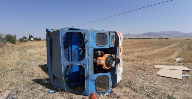 Otomobil patpata arkadan çarptı, 3 kişi yaralandı