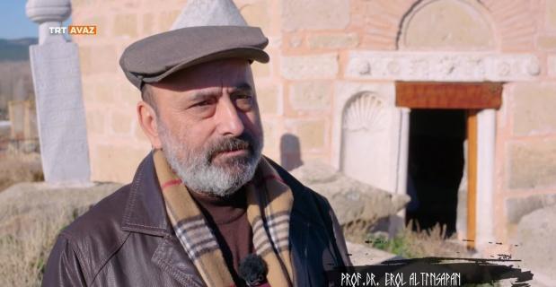 Altınsapan köye ismini veren kümbeti anlattı