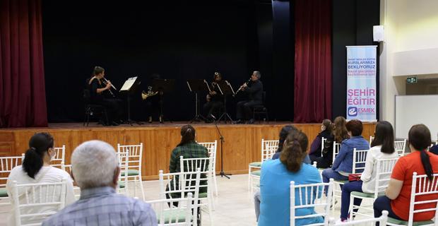 Çiftelerde klasik müzik konseri