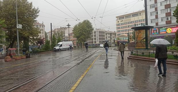 Eskişehir'de sağanak yağış etkili oldu