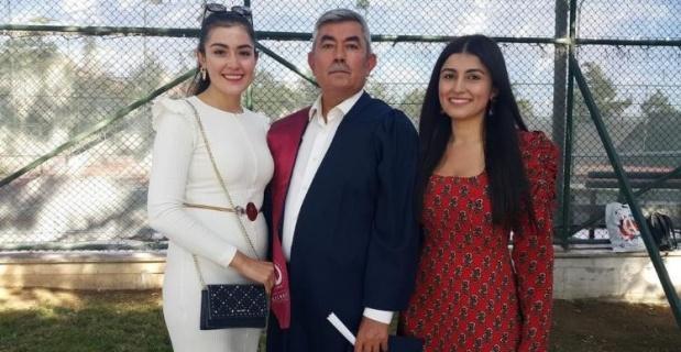 Doktor kardeşler babalarının mezuniyetine katıldı