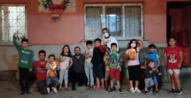 Tepebaşı Ak Gençlik'ten Çocuklara Süpriz