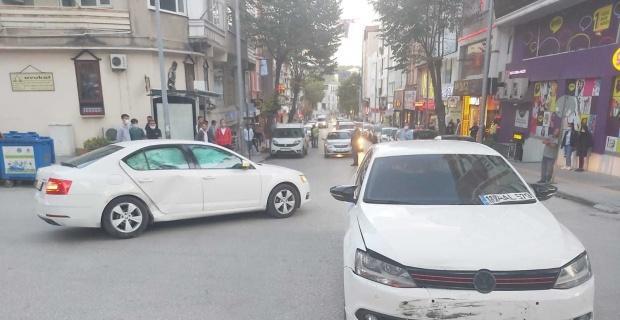 Bilecik'te 4 kişinin yaralandığı kaza sonrası basın mensuplarına engel