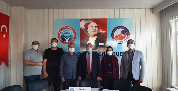 CHP'li Çakırözer Eğitim İş'i ziyaret etti