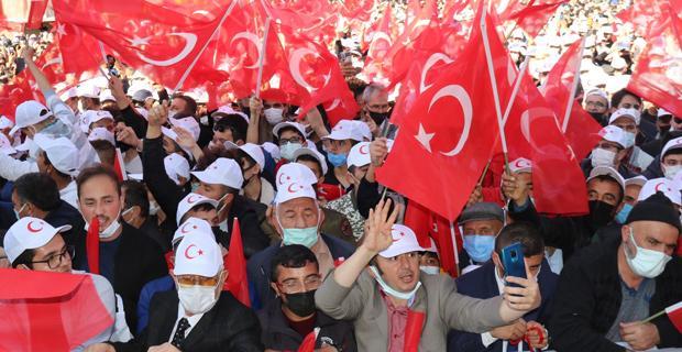 Erdoğan'ı görmek için binler alanı doldurdu