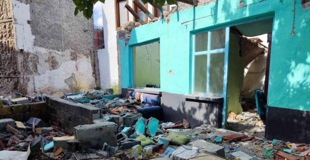 Tarihi bölgede metruk ev tehlike saçıyor
