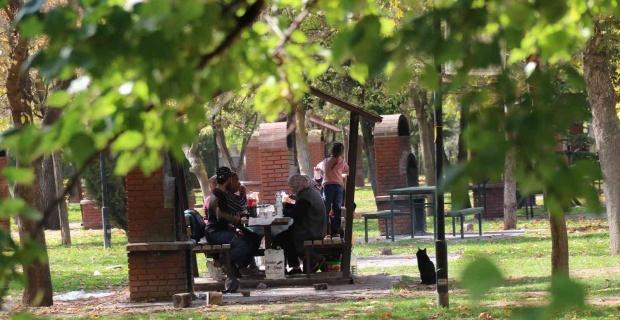 Hafta sonu soluğu parklarda aldılar