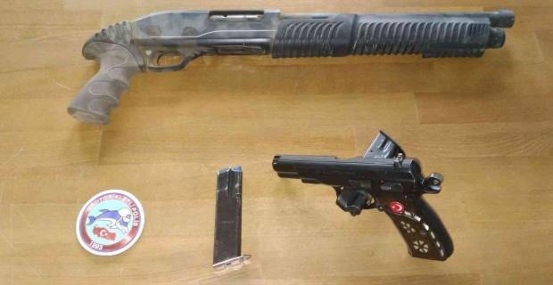 Motosikletli polis timleri uygulama yaptı, ruhsatsız silahlar ele geçirildi
