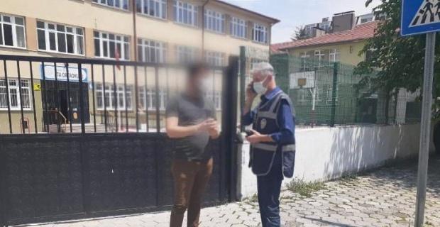 Okul çevrelerinde  2 kişi gözaltına alındı