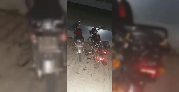 Ruhsatsız motosikletlerle yarış yaparken yakalandılar