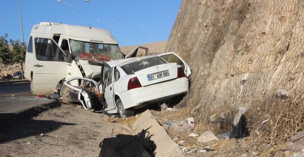 Tarım işçileri kaza yaptı: 1 ölü, 17 yaralı