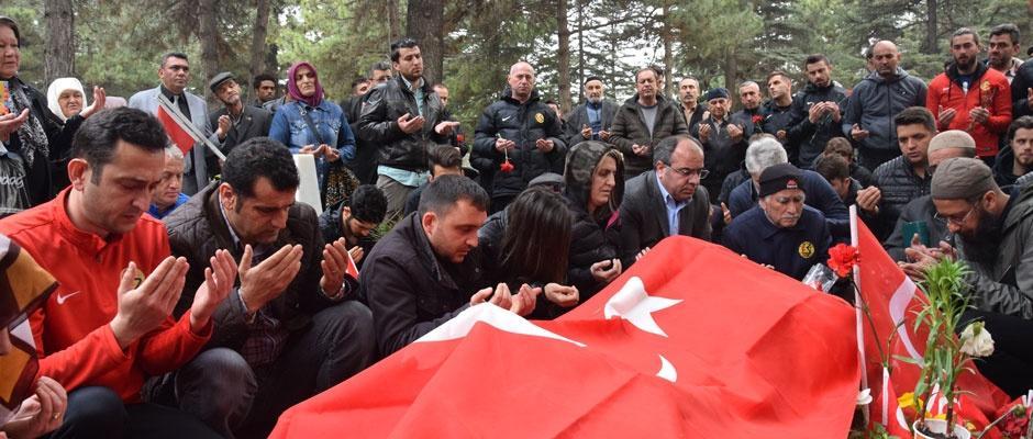 Eskişehirspor şehidimizin mezarını ziyaret etti