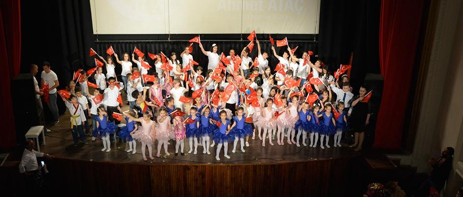 Çocuklardan muhteşem 23 Nisan gösterisi