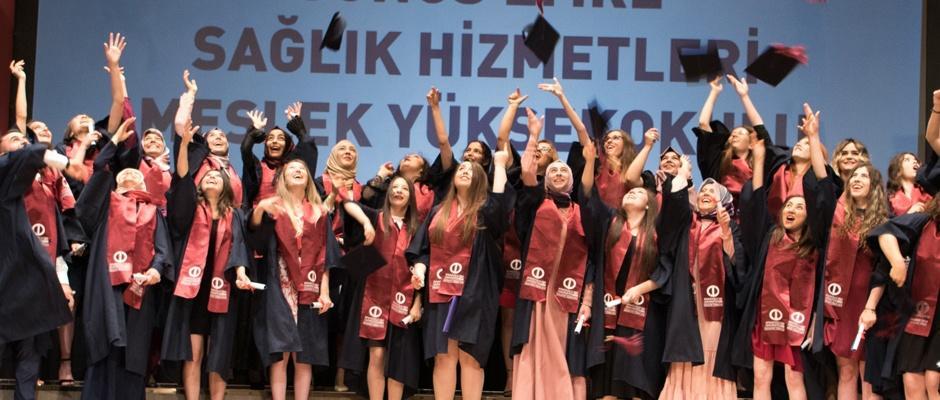 Anadolu Üniversitesi mezunlarını uğurluyor