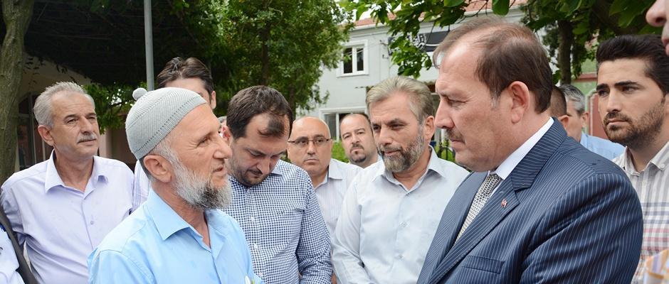 Karacan, darp edilen İmamı ziyaret etti