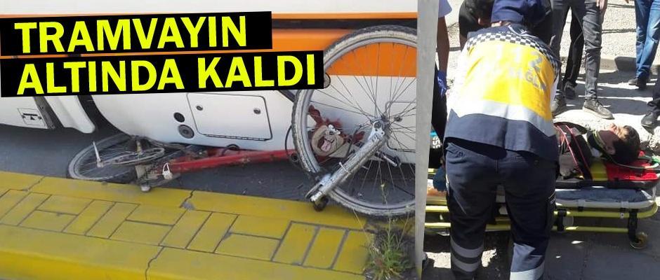 Tramvay bisikletli çocuğa çarptı