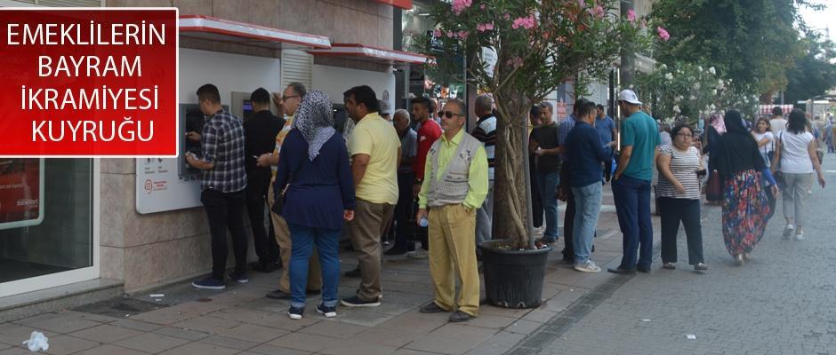 Banka ATM'lerinde büyük yoğunluk yaşanıyor