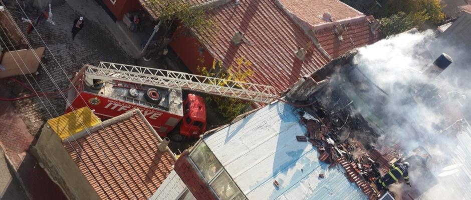Erenköy'deki yangın ucuz atlatıldı