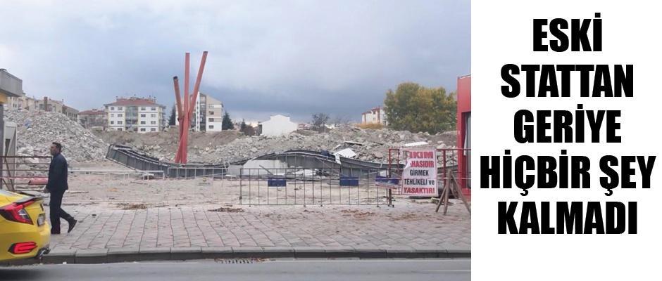 Eski stadyumun giriş kapısı da yıkıldı
