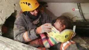 5 yaşındaki kız 24 saat sonra böyle kurtarıldı